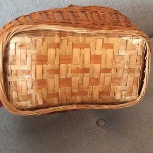 Vintage Accents - Vintage Basket